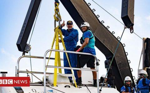 Mariana Trench: Don Walsh's son repeats historic ocean dive
