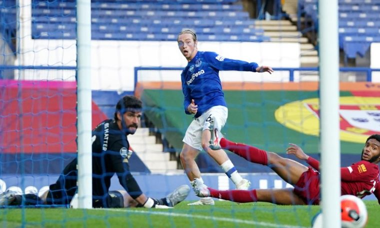 Everton holds up Liverpool's title charge in goalless Merseyside derby