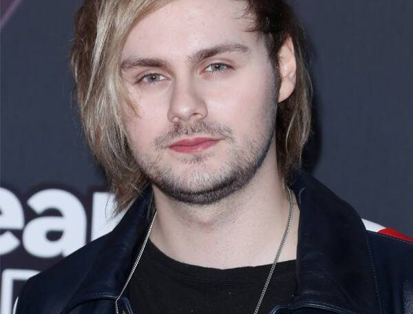 5 Seconds Of Summer's Michael Clifford Apologizes After Offensive Tweets Resurface