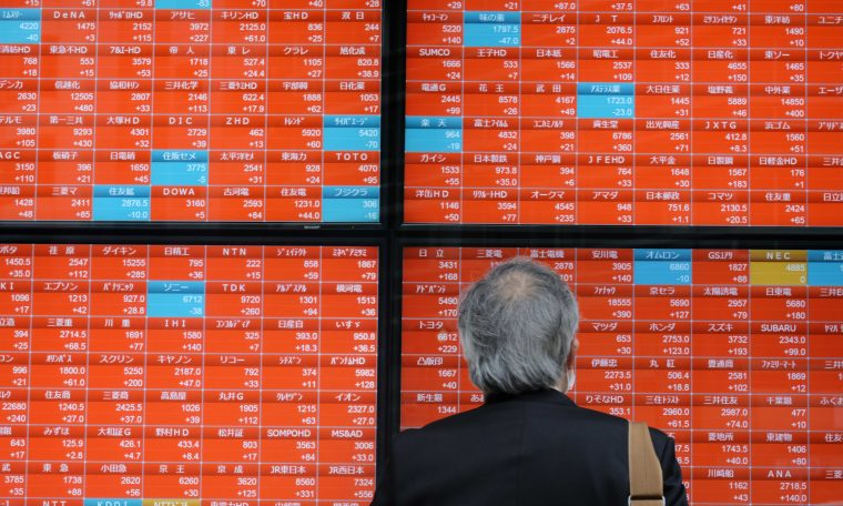 Asia markets mostly higher as U.S. virus cases surge; Qantas shares in Australia sink
