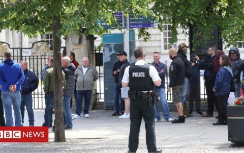 Belfast demonstration held 'to protect war memorials'