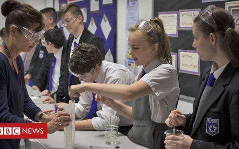 Coronavirus: School in September 'part-time if 2m distancing'
