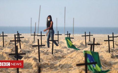 Coronavirus: Fracas on Brazil's Copacabana over Covid-19 'graves'