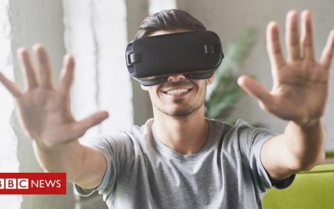 Developer warns VR headset damaged eyesight