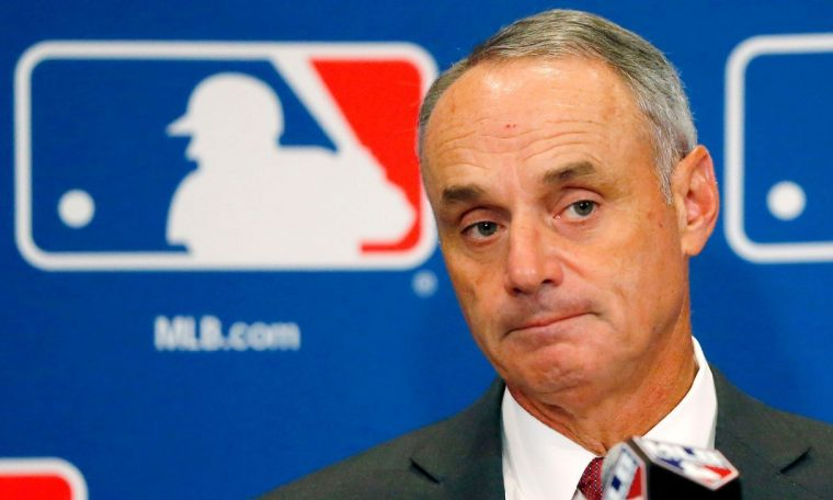 Players eye vote on MLB plan Sunday