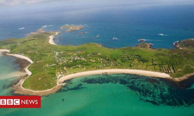 Isolating in Isles of Scilly 'pricey', tourists warned