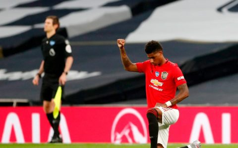 Marcus Rashford takes a knee and raises his fist as Manchester United draw