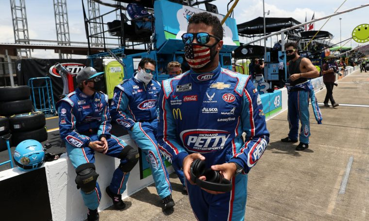Noose found in Bubba Wallace's garage not a hate crime: FBI