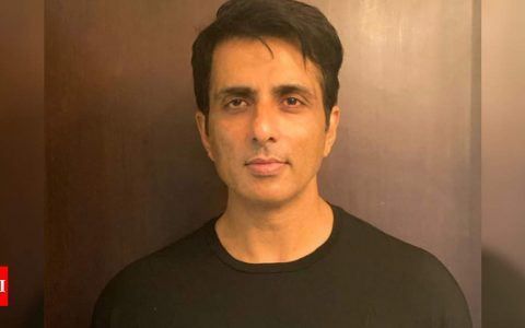 Sonu Sood promises help to 130 stranded migrants from Bihar; thanks fans for their love and support | Hindi Movie News