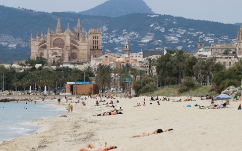 Spain opens border to UK tourists; Trump wants less testing