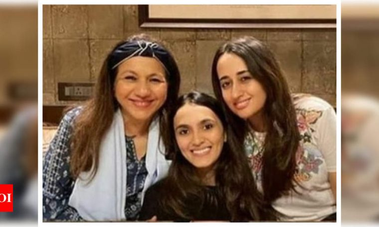 THIS picture of Natasha Dalal bonding with Varun Dhawan's mother and sister-in-law is simply endearing | Hindi Movie News