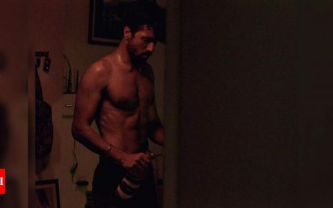 Vicky Kaushal flaunts his chiselled physique in this throwback picture as he celebrates 4 years of 'Raman Raghav 2.0 | Hindi Movie News