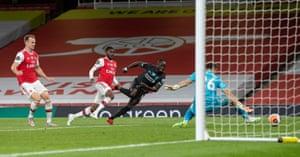 Mane goes close to scoring.