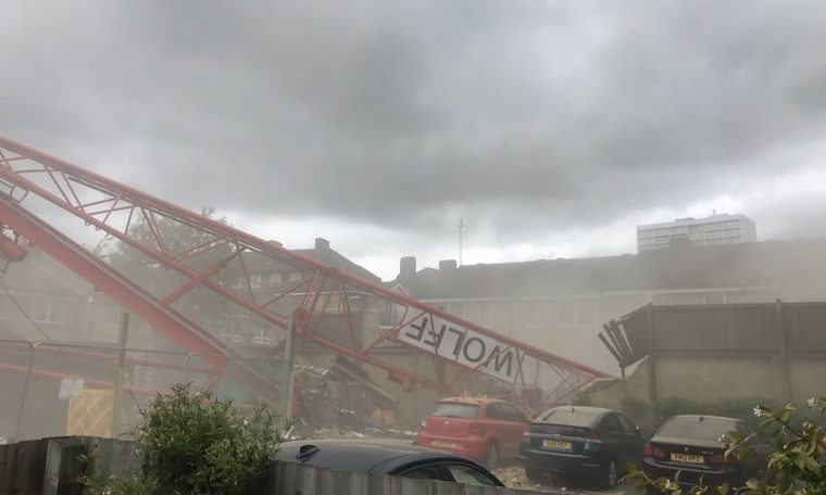 Bow crane collapse: Four injured and people trapped
