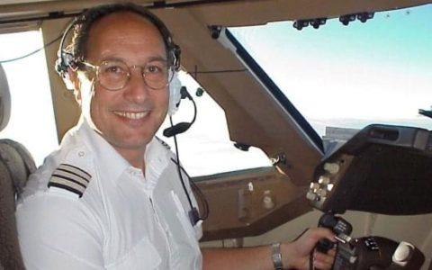 Alastair Rosenschein flew his first 747 in 1988