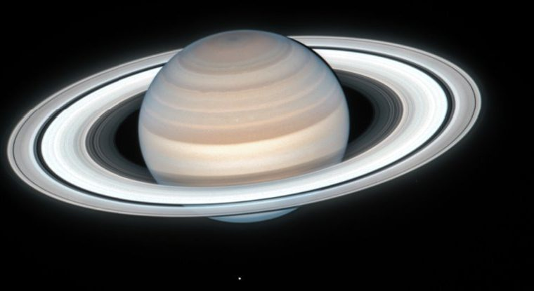 Hubble Just Took an Astonishingly Detailed Image of Saturn