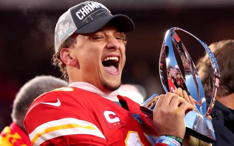 Patrick Mahomes signs most lucrative sports deal in history, agent says