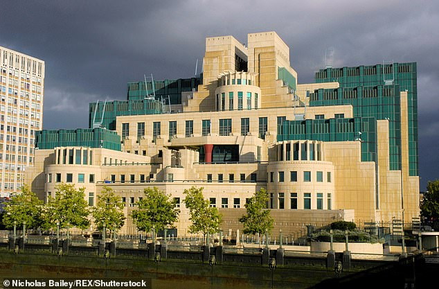 MI6 spies made an ¿inappropriate¿ attempt to stop a senior judge reading secret papers in a ¿licence to kill¿ case