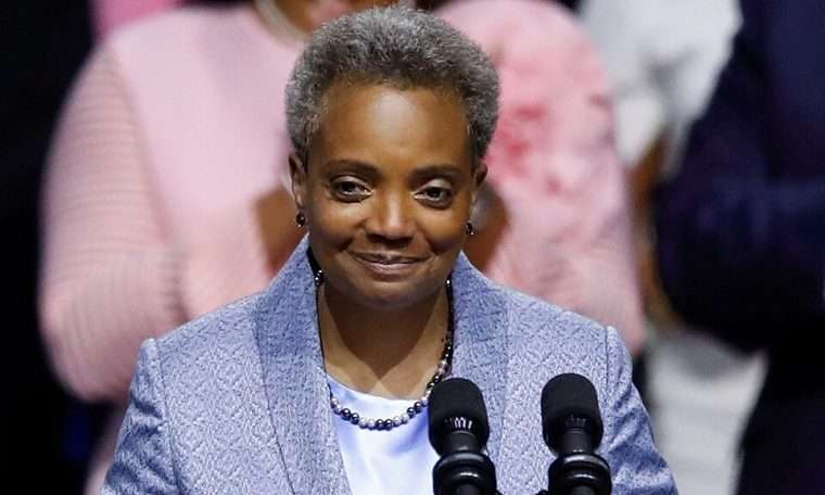 Journalist slams 'hypocritical' Chicago mayor for having police keep protesters off her block