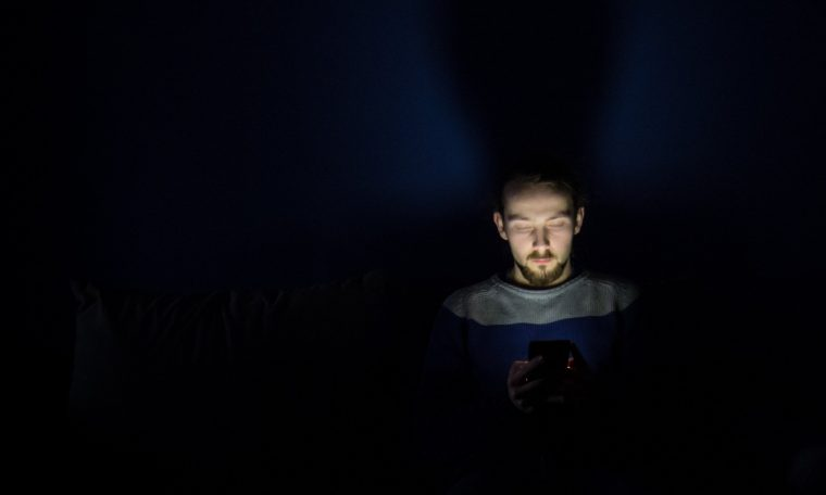 Study: Sperm quality worse in men who use smartphones, tablets late at night