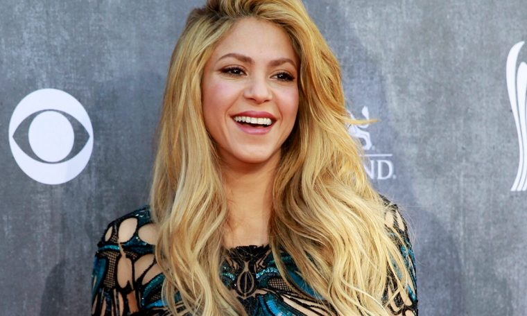 Shakira draped herself in a purple bikini