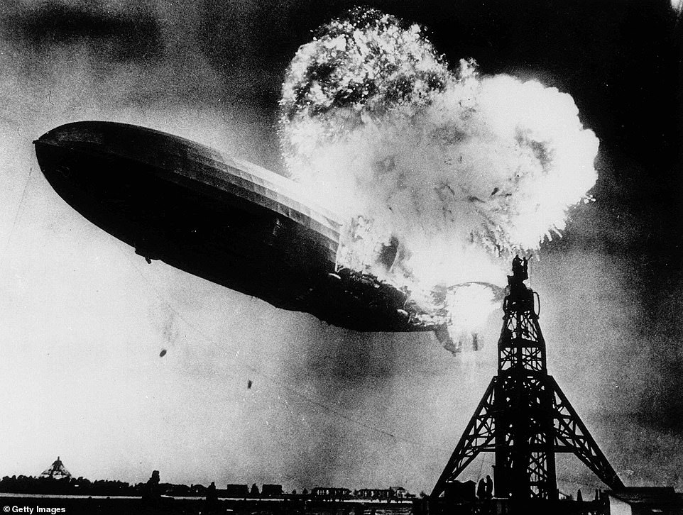 Picture: Hindenburg in New Jersey caught fire and crashed in 1915