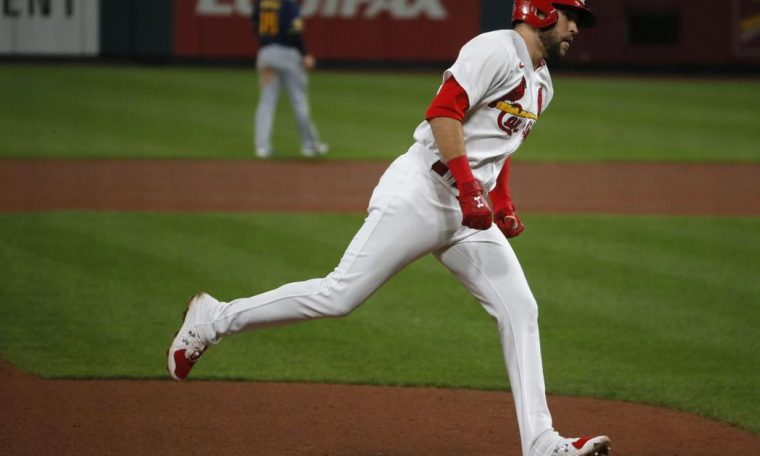 Carlson's two-run homer gives the Cardinals a 3-1 lead over the Brewers. Cardinal beat