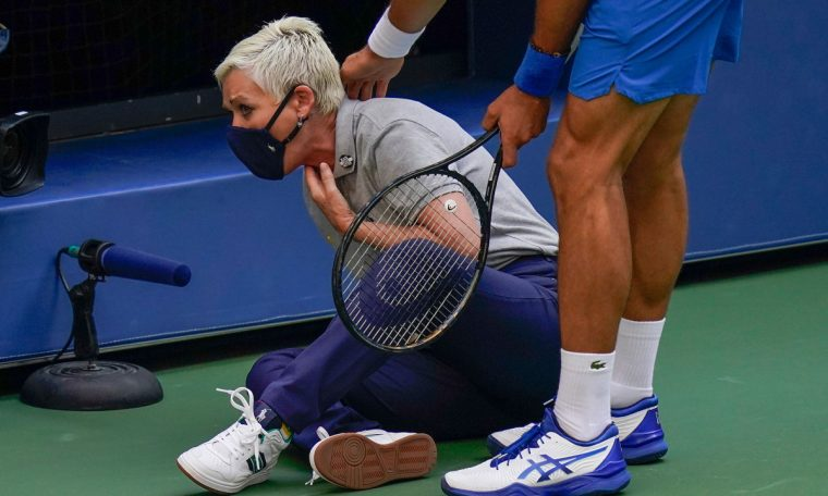 Lineswoman Djokovic receives death threats with the ball