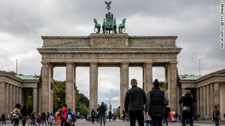 The passengers were walking at the Brandenburg Gate in Berlin, Germany on October 12, as the gathering was limited to 10 people and curfew was imposed in many areas around 11 p.m.  Was imposed.