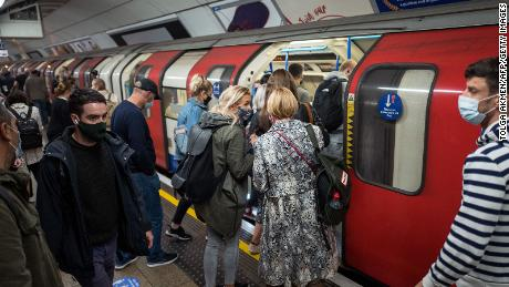 Masked passengers stormed a train in London on September 23.  City & quot;  High & quot;  Saturday's warning level, meaning a ban on indoors.
