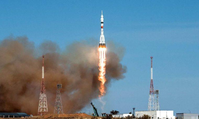 Soyuz rocket leaves for International Space Station on historic last US-Russia flight