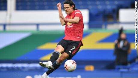Edinson Cavani's third goal gave Manchester United a 3-1 win over Everton.