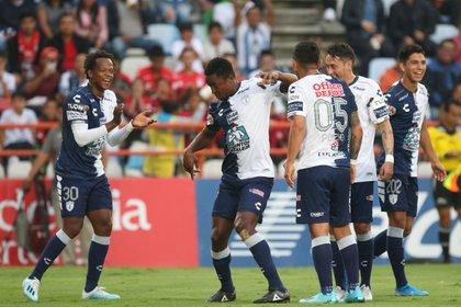Pachuca beat Victor Guzman, Colombian Oscar Merillo and Roberto de la Rosa 3-0 as visitors to the Santos