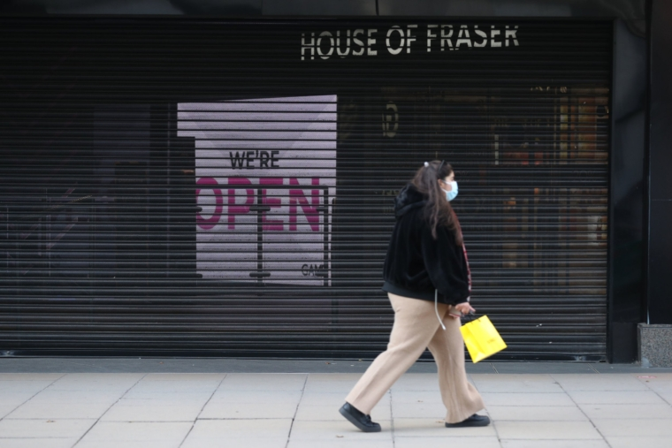 An open signal behind the closure of the House of Fraser on Oxford Street in London on the third day of a four-week national lockout for England to combat the spread of Covid-19.  PA photo.  Picture Date: Saturday, November 7, 2020. See the story of PA Health Coronavirus.  Photo credit must read: UE Mock / PA Wire