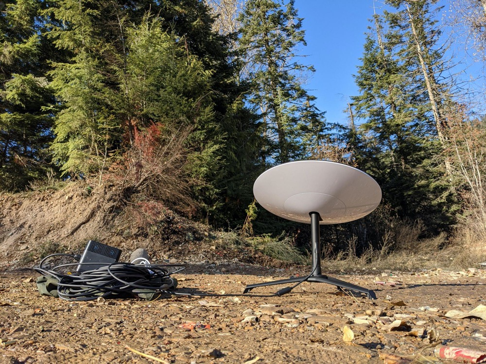 Starlink satellite dishes and utensils in the Koir D'Allen National Forest in Idaho.