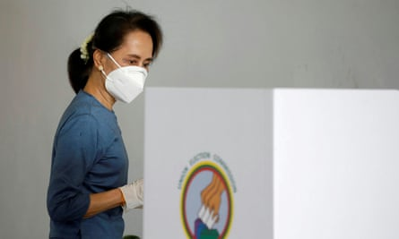 Aung San Suu Kyi arrived in Naipaitau early to cast her vote