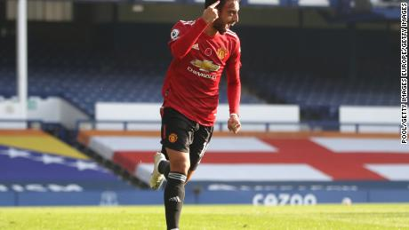 Bruno Fernandez celebrates after drawing with Manchester United against Everton in the Premier League.