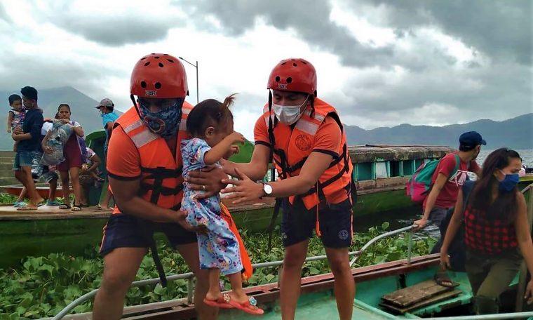 Super typhoon slam in Philippines, 1 million empty