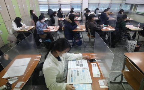 South Korea's Kovid cases rise but half a million students sit for CSAT, a college entrance exam