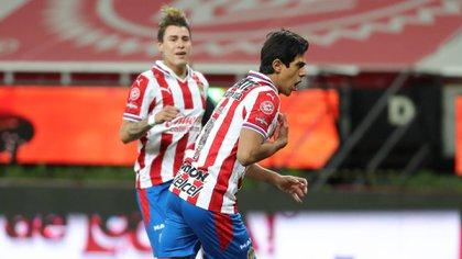 Jose Juan Macias enters the field after a five-match injury, scoring the final 1-1 penalty (Photo: Twitter / @Chivas)