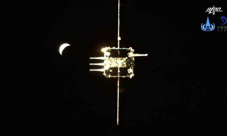 Chang-5 climbing docks with bbit module module in lunar bit rabit