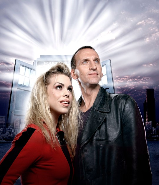Television program, 'Dr.  Who ', TX BBC 1. Picture Show: Rose Tyler (Billy Piper) and Doctor ... (Christopher Ecclestone) quit Tardis .... Christopher Ecclestone plays Doctor Who is coming to BBC One soon Journey with Billy Piper as Rose Tyler ... Time and place, Doctor and Rose come face to face with many new and exciting monsters - as well as fighting Doctor's male enemy, Deluxe .... Warning: Use of this copyrighted image is subject to the terms of use of the BBC Digital Image Service.  In particular, this image may only be used during the campaign period, which is for WHO publicity purposes and is provided credit to the BBC.  Any use of this image for the Internet or any other book, including advertising or other commercial uses, requires the prior written approval of the BBC.