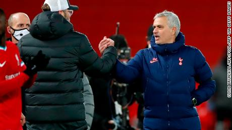 Jugan Klopp shook hands with Jose Mourinho after the match and exchanged words.