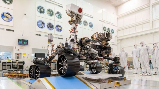 The robot has seven instruments, 23 cameras, 2 microphones and 1 drill