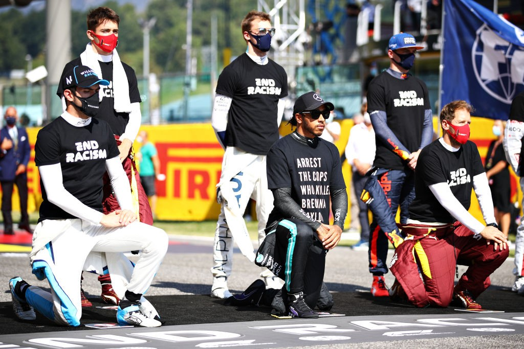 SCARPERIA, ITALY - SEPTEMBER 13: Nicholas Latiffi of Canada and Williams, Lewis Hamilton of Great Britain and Mercedes GP and Sebastian Vettel of Germany and Max Verstappen of the Netherlands and Ferrari Knee as Red Bull Racing, Daniel Kiwat of Russia and Skou (Foto) : Getty) images)