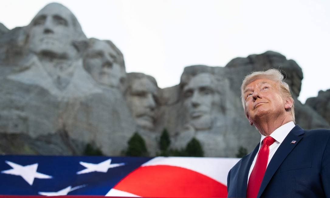 Trump opened the American Independence Day celebrations at Mount Rushmore National Memorial in Keystone, South Dakota, where the faces of his four historic predecessors are carved: George Washington, Thomas Jefferson, Theodore Roosevelt and Abraham Lincoln Photo: SAUL LOEB / AFP - 07/03 / 2020