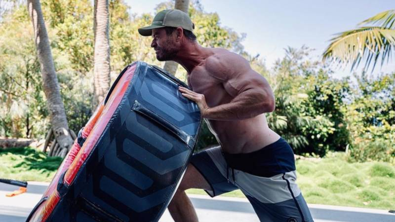 Chris Pratt pleads with Chris Hemsworth to stop 'work out stop'