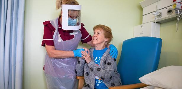 First vaccinated in UK, 91-year-old woman receives second dose