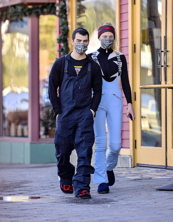 Exclusive: Joe Jones and wife Sophie Turner were spotted enjoying the snow in Mammoth Lakes, CA.  The two were seen wearing lovely matching masks, picking up some groceries and doing window shopping as they walked through the village hitting the famous Sky Town's op lanes.  December 20, 2020 Photo: Joe Jones and wife Sophie Turner are seen enjoying the snow in Mammoth Lakes, CA.  The two were seen wearing lovely matching masks, picking up some groceries and doing window shopping as they walked through the village hitting the famous Sky Town's op lanes.  Photo Credit: Marksman / Mega TheMegaAgency.com +1 888 505 6342 (Mega Agency Tag ID: MEGA722186_002.jpg) [Photo via Mega Agency]