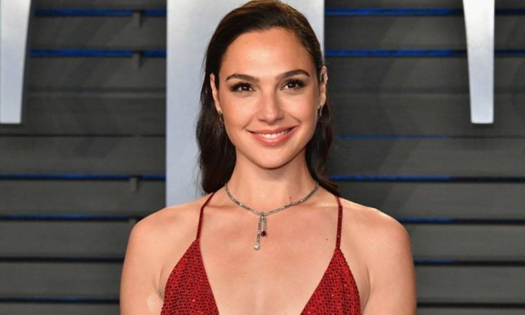 Vendor Woman 1984 star Gail Gadot tries Taco Bell for the first time